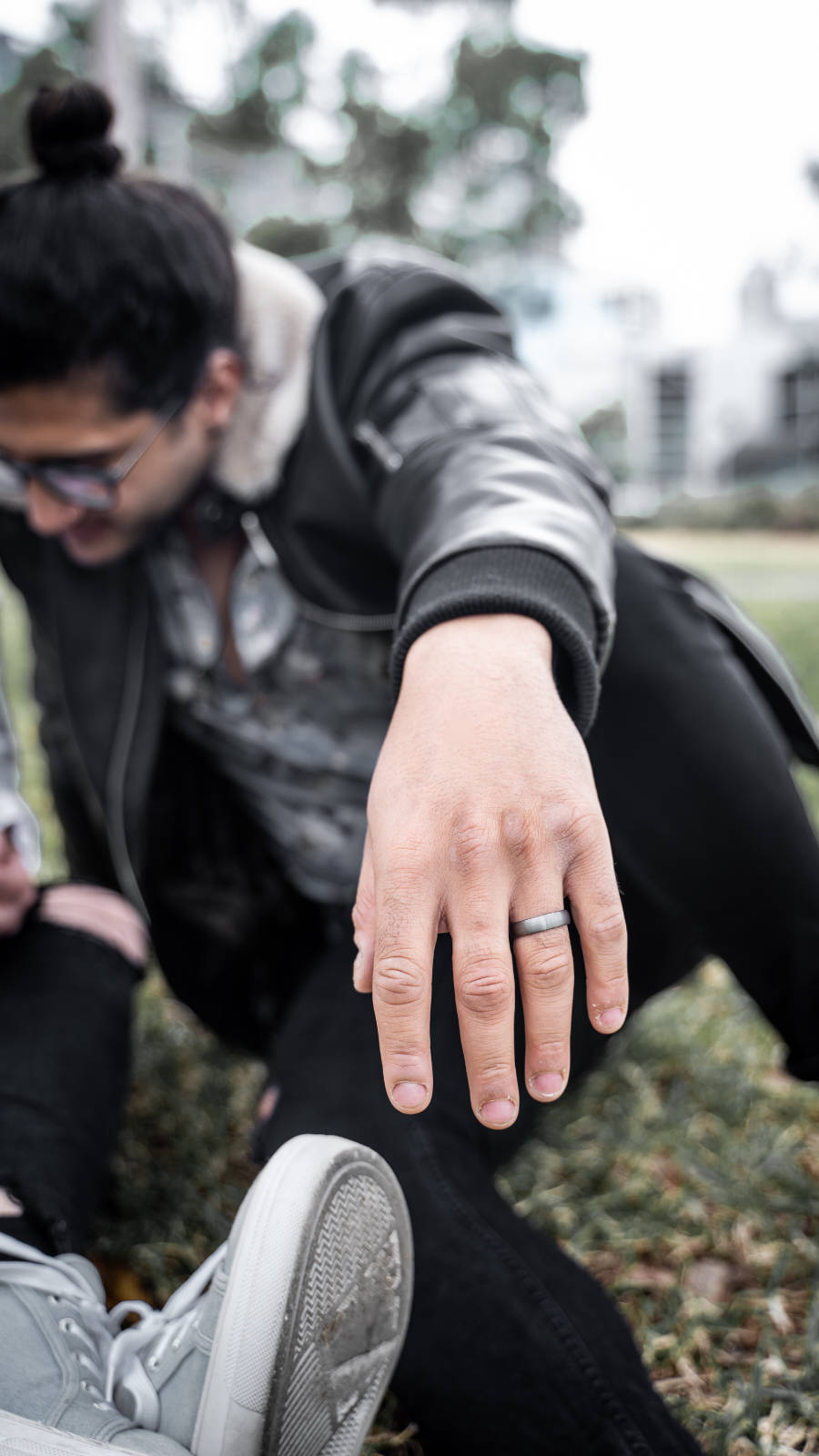 Man wearing Tungsten Mens Wedding Ring